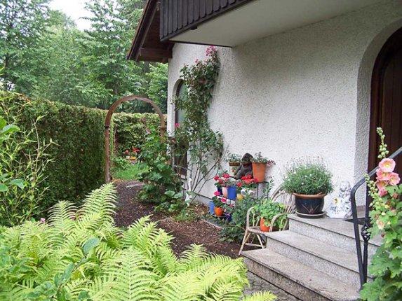 Alter verwilderter Garten