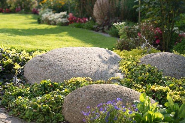 Findling im Garten