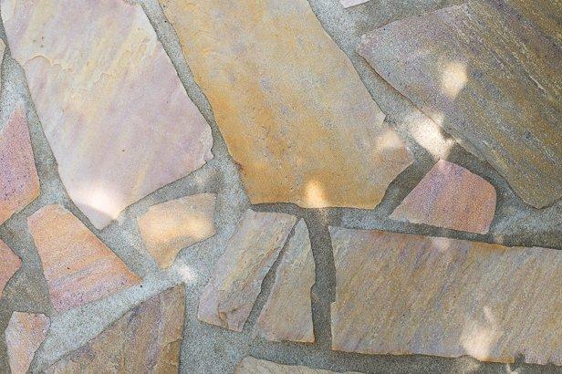 Vielfältige Gestaltungsmöglichkeiten mit Natursteinen zur Terrassen Gestaltung