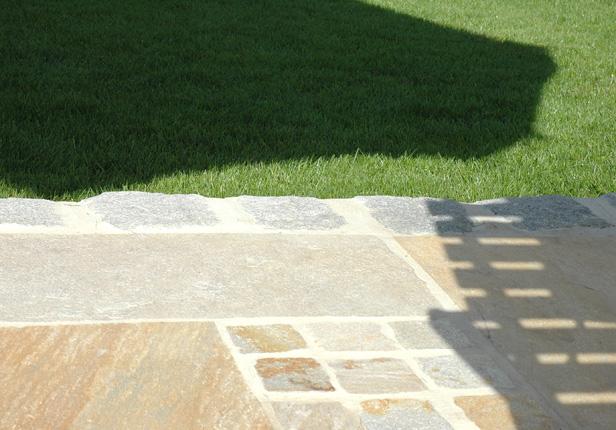 Terrassenbau mit Naturstein