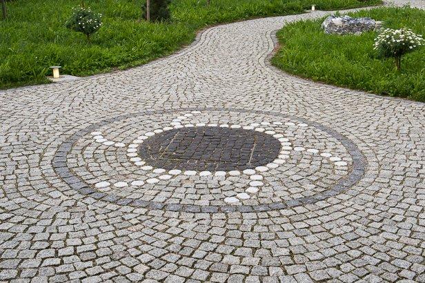 Gartenweg mit Rundung in München
