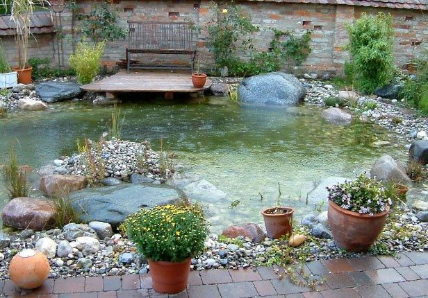 Verspielter Schwimmteich in München