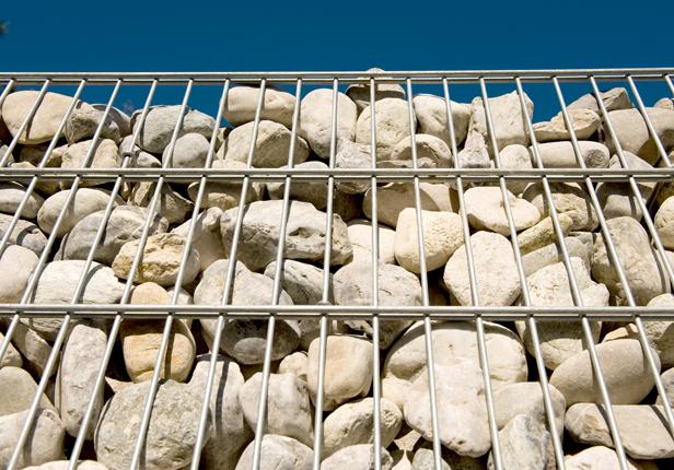 Steinmauer als Sichtschutz in München